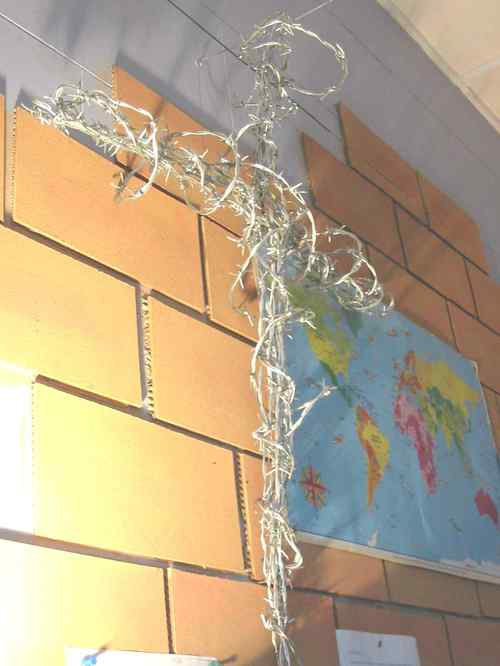 Barbed_wire_cross